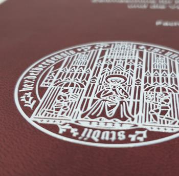 DYEfast erhabener Aufdruck Hardcover